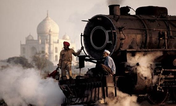 Steve McCurry ©, Taj and Train, 1983