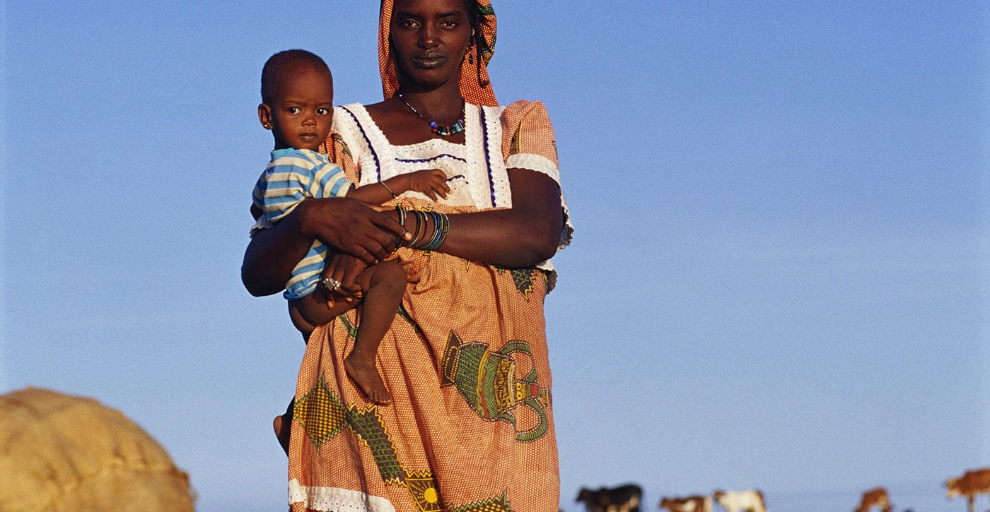 Remi Benali ©, Fulani Woman with Her Child - Niger River, Mali, 2001