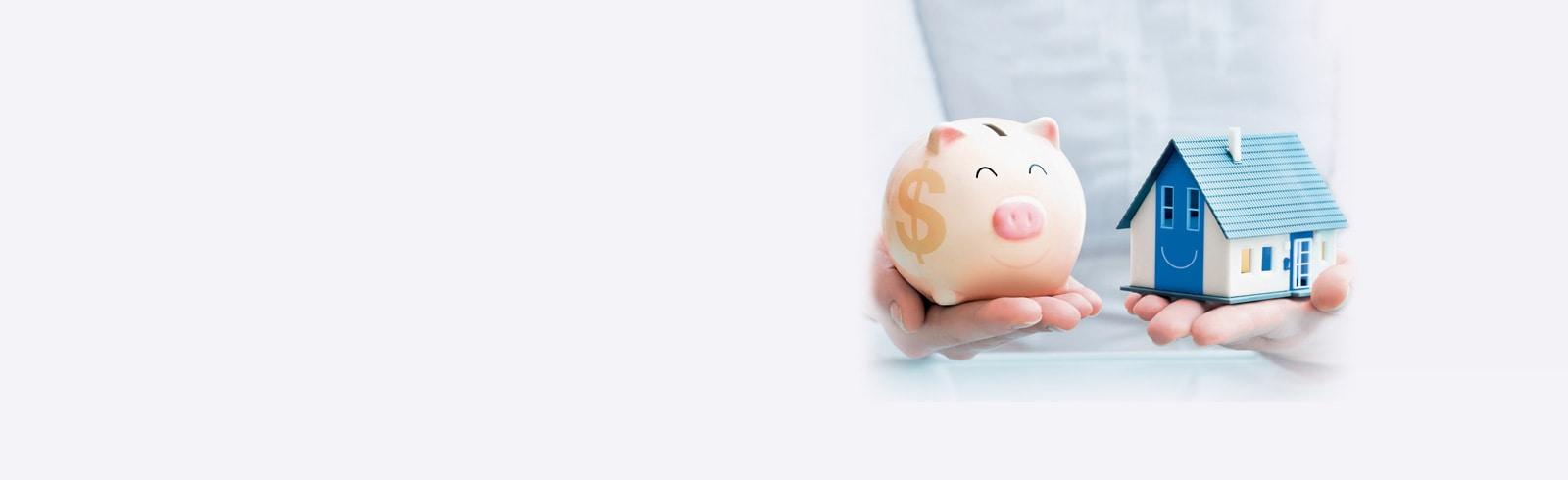 手上捧著小豬儲蓄箱及房屋模型