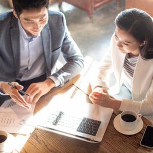 專屬國際客戶經理和投資顧問提供投資策略。