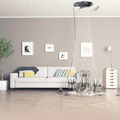客廳的吊燈掉了下來