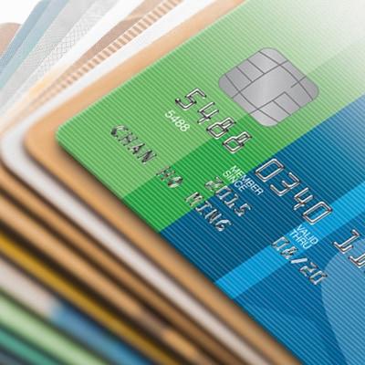 一疊信用卡