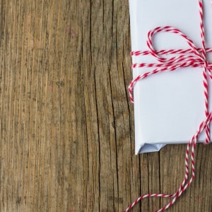 Px photo id christmas presents in rustic style with holiday decorations selective focus