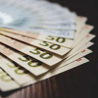 Money, Text